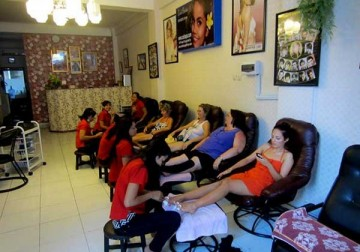 Image Foot Massage + Pedicure