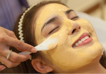 Image Face Accupresure with Gold Masker
